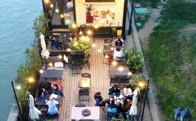 """"""" مقهى بوك كورنرBook Corner Cafe """" .. أفضل كافيهات تبليسي .."""