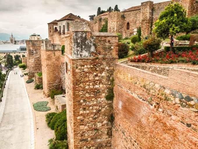 """قلعة """"جيبر الفارو""""..أحد أهم الاماكن السياحية في ملقا الإسبانية .."""