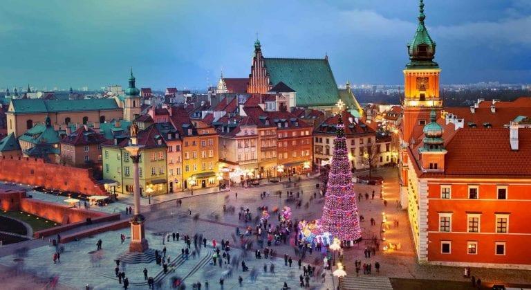 """""""شارع كروبوكي""""..واحدا من اجمل اماكن السياحة في زاكوبانى البولندية.."""