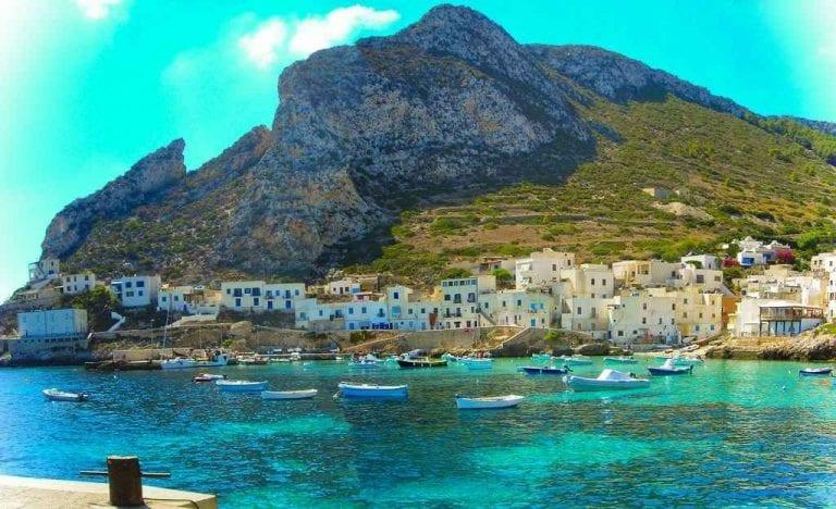 """""""خليج كالا فريدا"""" ..أحد أجمل أماكن السياحة في ليفانزو الإيطالية.."""