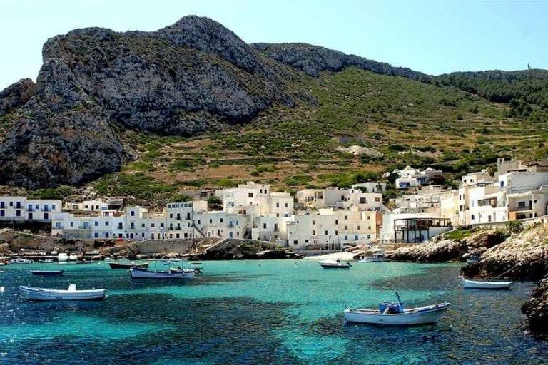 """""""الشواطىء"""".. افضل اماكن السياحة في جزيرة ليفانزو الإيطالية.."""