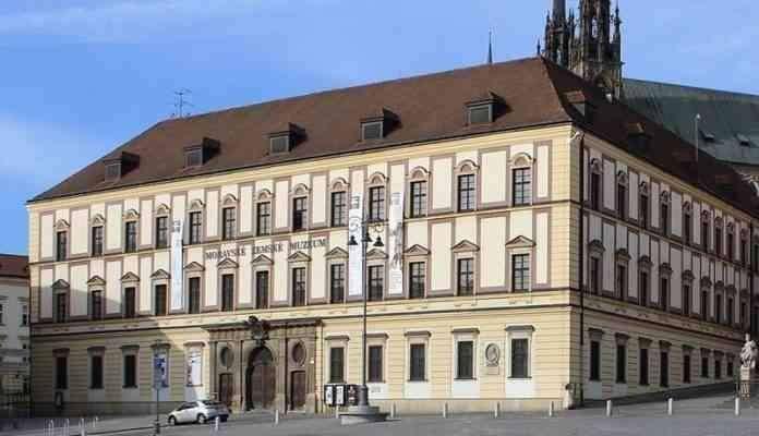 قصر ديتريشتاين