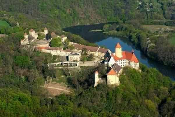 قلعة فيفيزي
