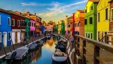 "Photo of السياحة في جزيرة بورانو في إيطاليا ..""المنازل الملونة"" أجمل الأماكن السياحية فى جزيرة بورانو.."