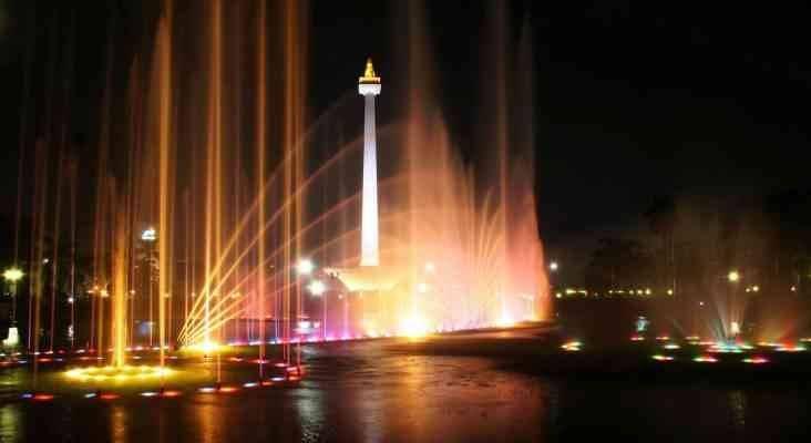 """""""برج موناس""""..وأجمل الانشطة السياحية في اندونيسيا..."""