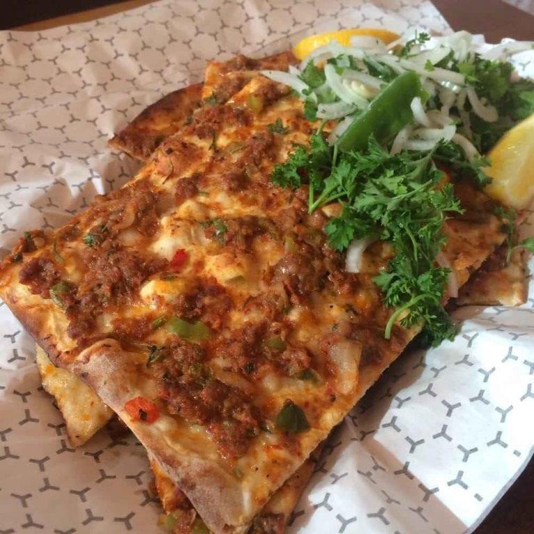 mustafa turkish pizza - مطاعم حلال في تورنتو Toronto