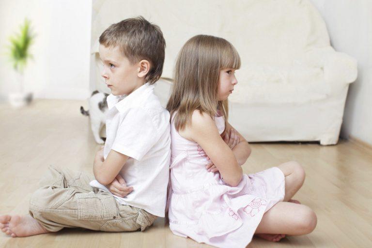 Photo of كيف أتعامل مع الطفل الغيور.. تعرف على علامات الغيرة لدى الطفل وكيفية التغلب عليها
