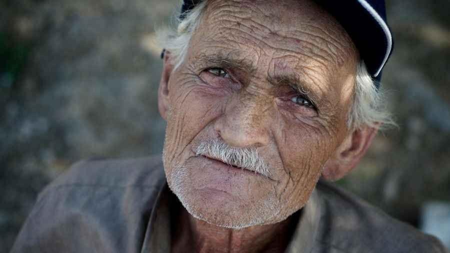 Photo of كيف أتعامل مع أبي كبير السن ؟.. الطريقة الصحيحة للتعامل مع الأب الكبير في السن