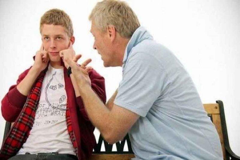 كيف تتعامل مع المراهق العنيد