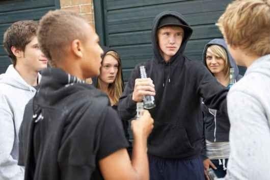 كيف تتعامل مع المراهق المنحرف ؟