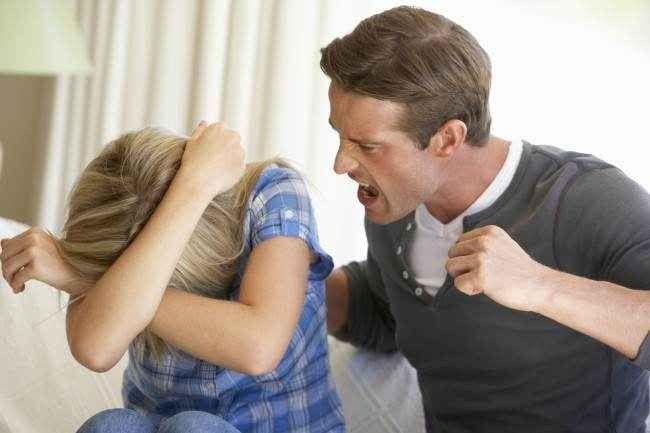 التعامل مع الزوج المتسلط .. نصائح هامة للغاية للحد من المشاكل مع الزوج المتسلط