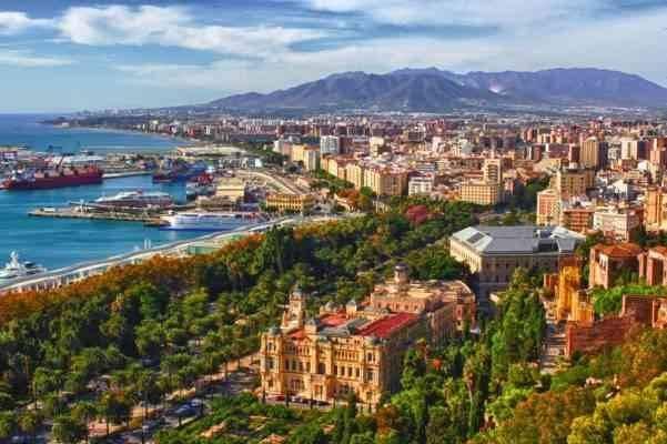 """""""ملقا""""..واحدة من أفضل المناطق السياحية القريبة من برشلونة.."""