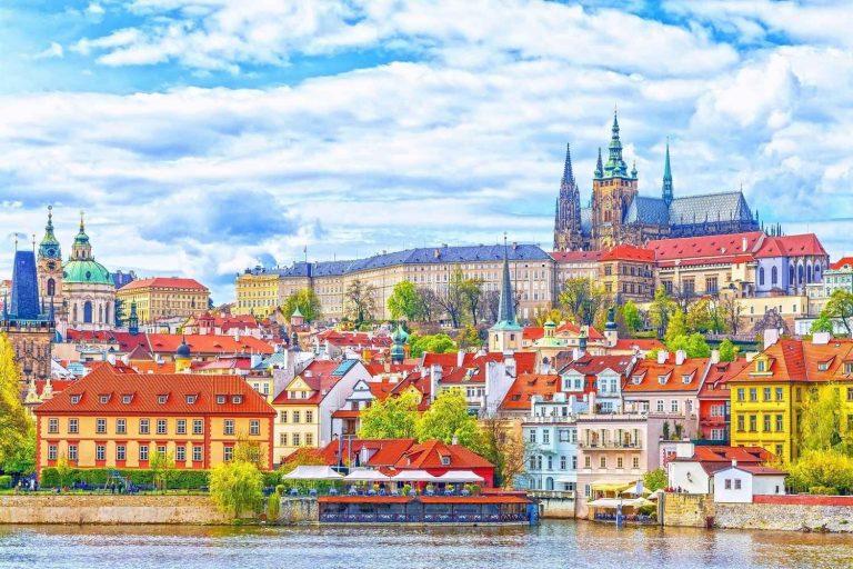 المناطق السياحية القريبة من براغ Prague