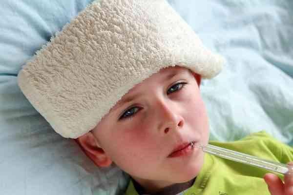 نصائح أساسية فى علاج سخونة الطفل