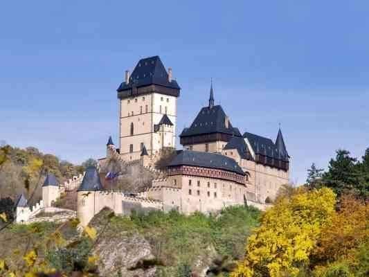 قلعة Karlstejn - المناطق السياحية القريبة من براغ prague