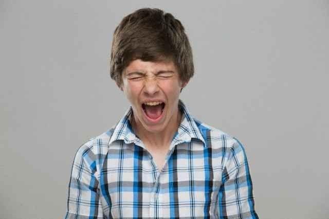كيف تتعامل مع المراهق العصبي ؟
