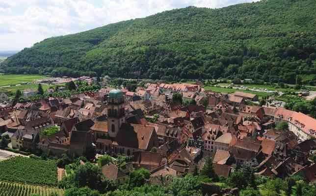 En ville à Kaysersberg - المناطق السياحية القريبة من ستراسبورغ Strasburg