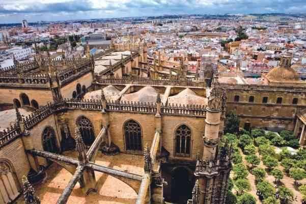 """""""أشبيليه""""..أحد أفضل المناطق السياحية القريبة من برشلونة.."""
