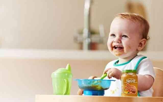طعام الطفل الرضيع