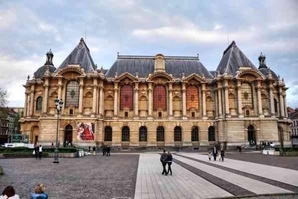 """""""قصر الفنون الجميلة""""..واحدا من أفضل الاماكن السياحية القريبة من باريس.."""
