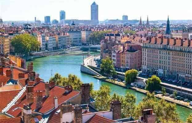 """""""المدينة القديمة""""..أحد أهم المناطق السياحية القريبة من باريس.."""