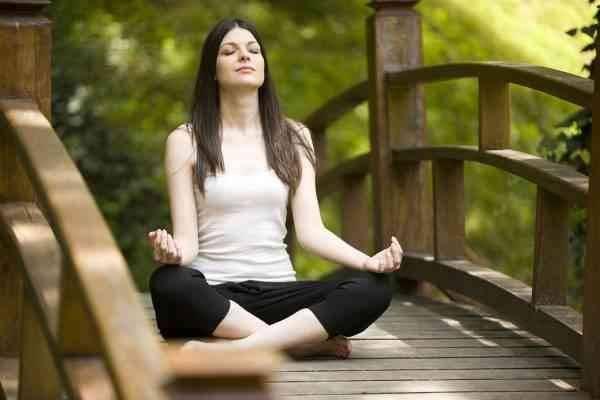 2- ممارسة اليوغا ، التأمل واليقظه