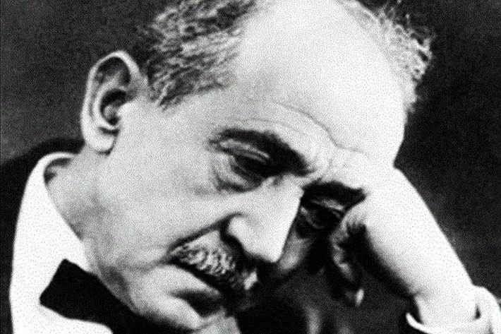 سيرة ذاتية عن الشاعر أحمد شوقى