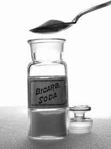 بيكربونات الصوديوم لتنظيف الكنب - استخدامات بيكربونات الصوديوم في التنظيف