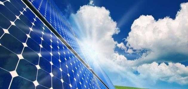من اخترع الطاقة الشمسية
