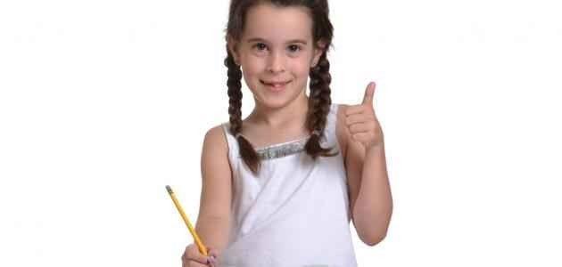 تعليم كتابه الحروف باستخدام الأقلام الصغيرة - افكار لكتابة الحروف