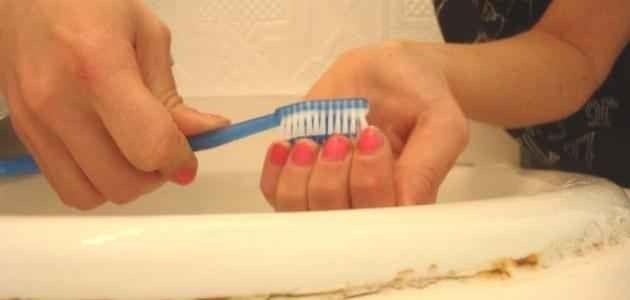 طريقة تنظيف الأظافر