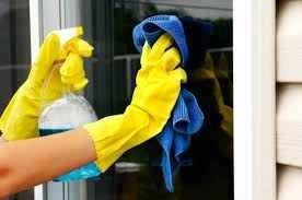 طريقة تنظيف النوافذ