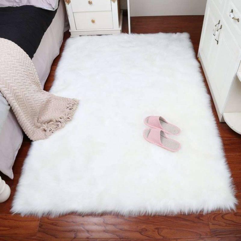 - إضافة قطع السجاد الناعم على أرضية غرفة نومك