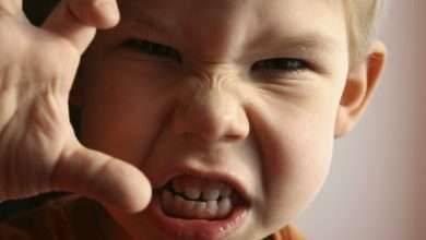 صورة طرق التعامل مع الطفل الذي يضرب