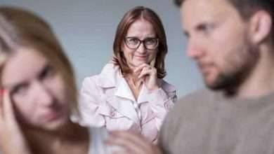 Photo of طريقة التعامل مع الزوج الذي يفضل اهله