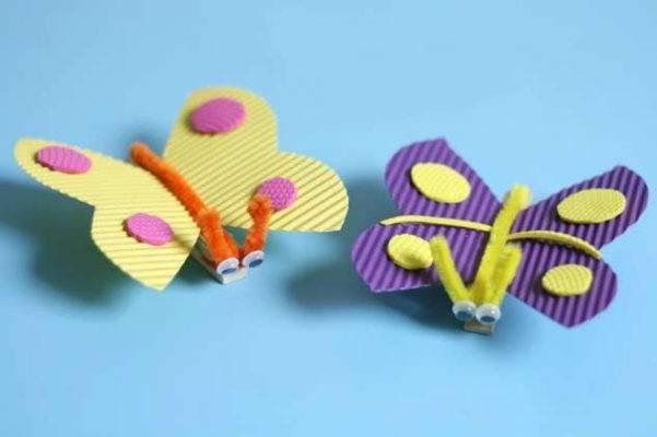 أربعة اشغال يدوية سهلة وممتعة طريقة-صنع-فراشة-من-ا
