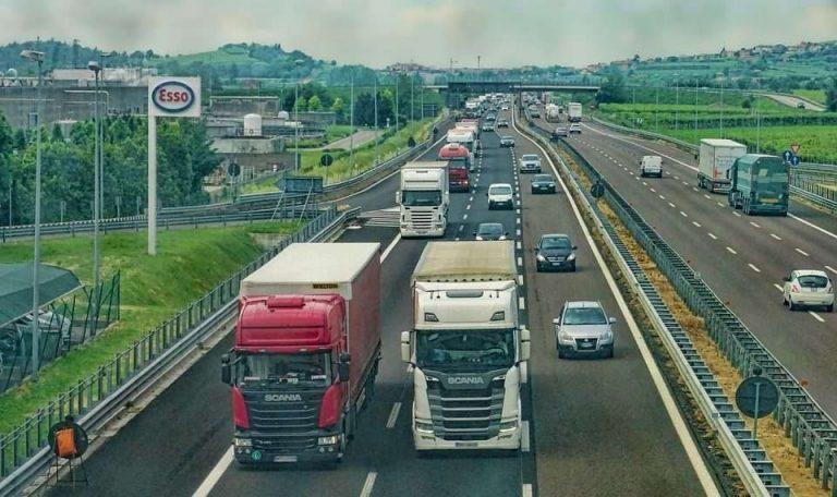 وسائل النقل والمواصلات: