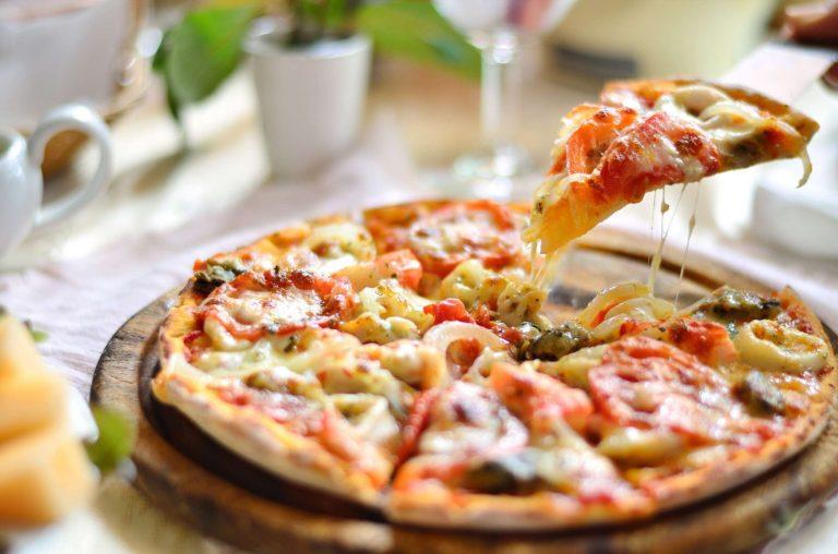 طريقة عمل البيتزا الكذابة