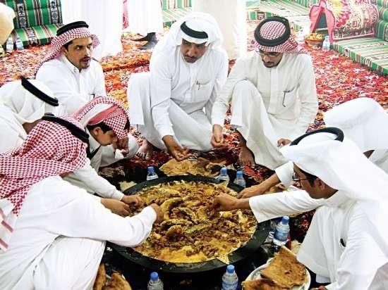 - عادات وتقاليد الطعام