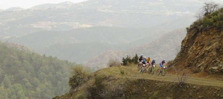 - مسارات المشي وركوب الدراجات