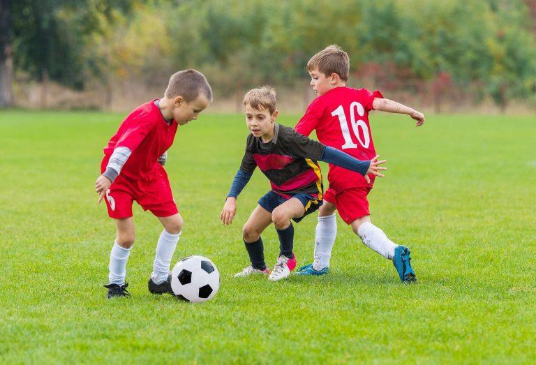 صور لعب كرة القدم