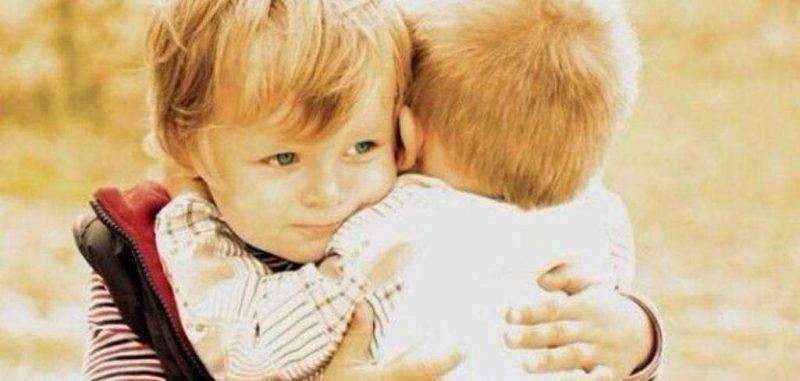 تعرف على قصص للأطفال عن حب الأخوة