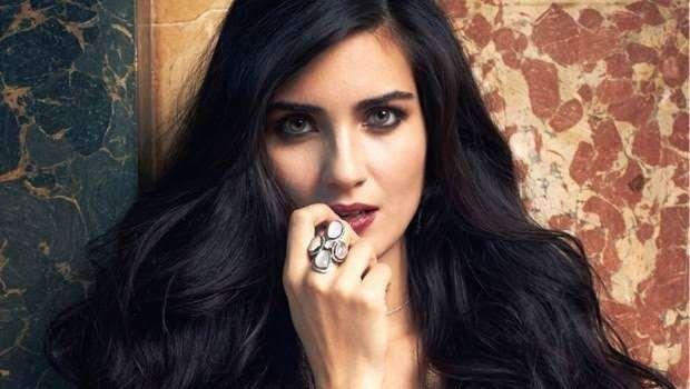 قصة حياة الممثلة التركية توبا