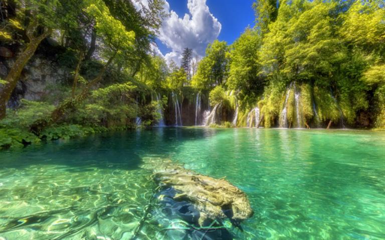 Photo of بحيرات وشلالات بيلوفتش في كرواتيا