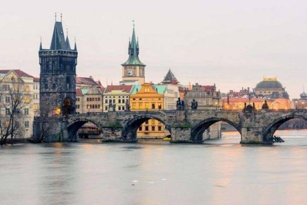 جسر تشارلز - السياحة في التشيك والنمسا