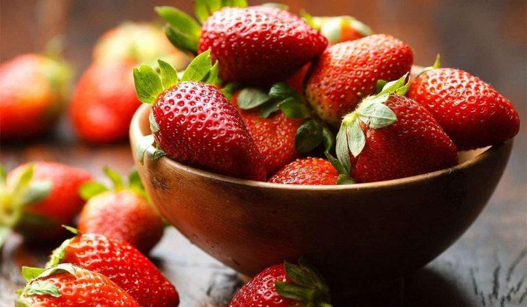 فوائد الفراولة لبشرة صحية