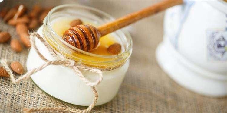 فوائد الزبادي والعسل للوجه