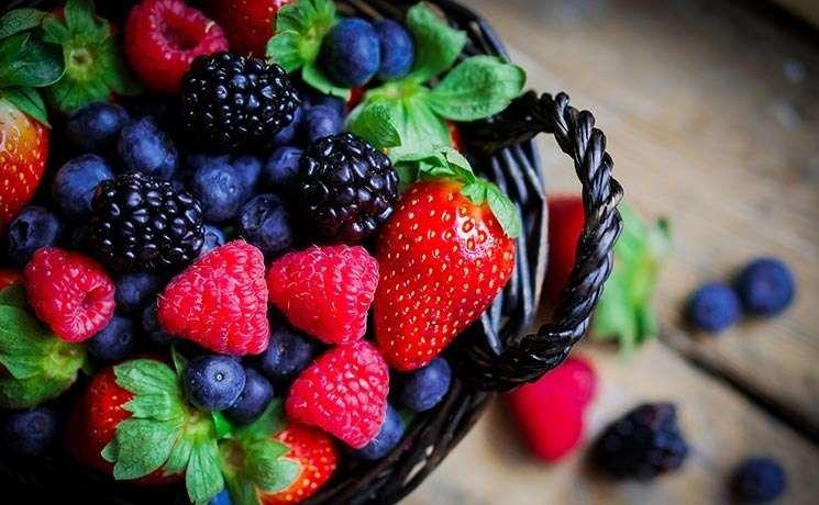 فوائد الفراولة والتوت