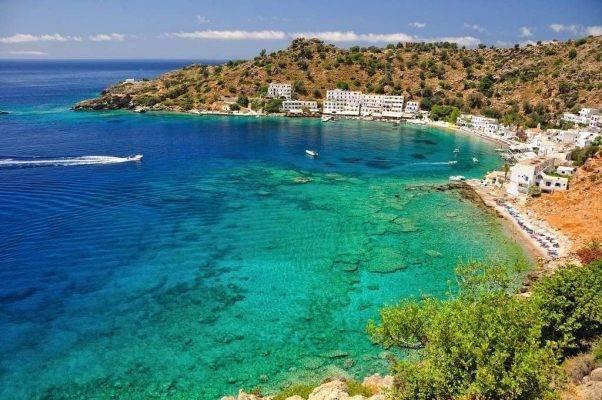 4 أسباب لزيارة اليونان في الربيع ..