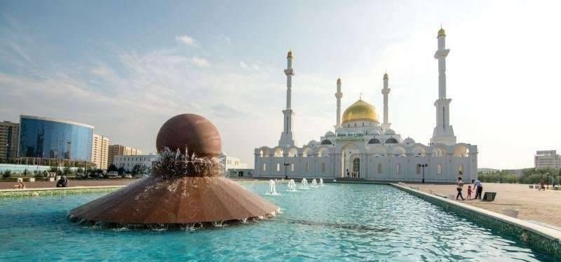 بماذا تشتهر كازاخستان صناعيا وتجاريا ؟